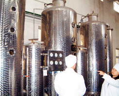 漢方原料・素材のエキス抽出行う機械