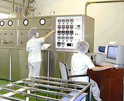 漢方原料・素材の超臨界抽出を行う機械