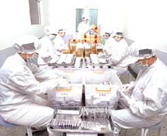 サプリメント(ハードカプセル・ソフトカプセルなど)の容器への充填後、シュリンク包装や化粧箱へ最終包装を行う