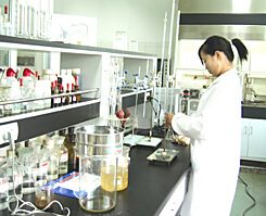 健康食品・サプリメントの安全性を保つため、分析を行っています